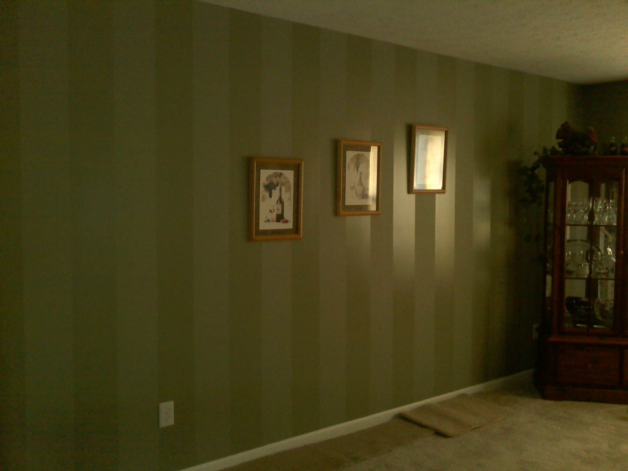 An Interior Dining Room Paint Job With A Strip Finish Technique